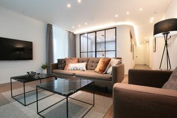 거실과 주방이 소통하는 공간, 33평 아파트 인테리어 33평,화이트,모던,아파트,서초구,우면동