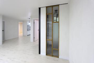 도시적인 컬러 그레이를 활용한 32평 아파트 인테리어