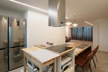 주방과 거실이 소통하는 공간, 41평 아파트 인테리어 41평,아파트,그레이,모던,성동구,행당동