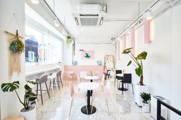 발랄한 핑크 포인트, 18평 복층 카페 인테리어