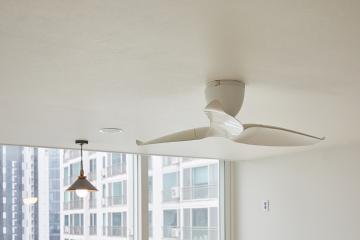 실내 공기 순환과 분위기까지 실링팬이 돋보이는 32평 아파트 인테리어 32평,화이트,심플,성동구,성수동