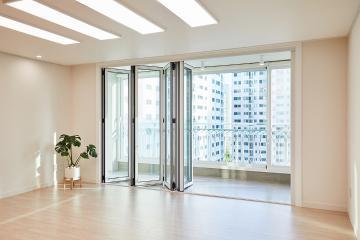 시원한 공간에 우드 소재로 자연미까지, 49평 아파트 인테리어 49평,화이트,심플,아파트,수원
