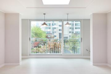 심플함 속 웨인스코팅으로 클래식한 변화를 준 35평 아파트 인테리어 35평,화이트,심플,아파트,강서구