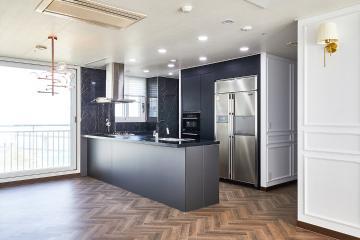 헤링본 패턴과 웨인스코팅으로 우아하고 클래식해, 37평 아파트 인테리어