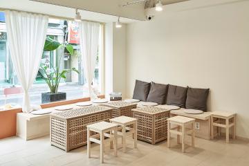 편안한 일상을 연상시키는 내츄럴 우드 컨셉, 20평 카페 인테리어