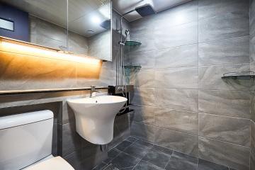 세련된 그레이 컬러 욕실, 21평 아파트 인테리어 21평,그레이,심플,아파트,중화