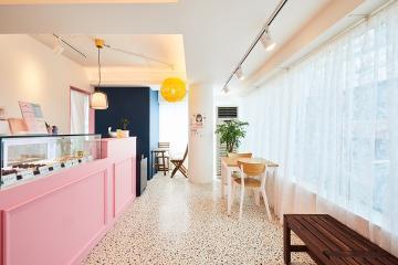 생기발랄 핑크톤의 사랑스러운 15평 카페 인테리어