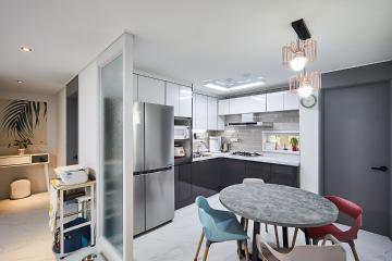 그레이 컬러에 포인트 컬러가 멋진 주방, 34평 아파트 인테리어 34평,그레이,모던,아파트,남양주
