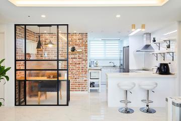 파벽돌로 빈티지한 포인트를 살린 주방, 25평 아파트 인테리어 25평,화이트,심플,아파트,광명