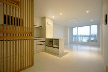 자작 합판으로 공간을 구획한 18평 아파트 인테리어