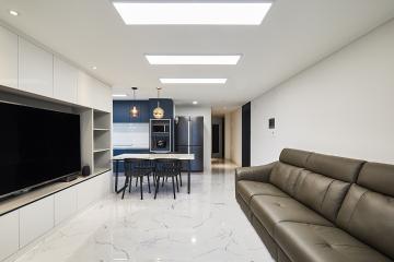 쿨톤 컬러감으로 깨끗한 느낌의 모던 심플 스타일 32평 아파트 인테리어 32평,그레이,모던,아파트,성동