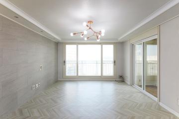 쉐브론패턴과 아트월로 우아함을 살린 33평 아파트 인테리어 33평,화이트,심플,아파트,인천