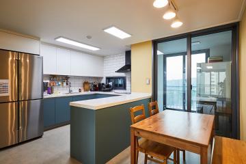 아기자기한 색감의 주방이 귀여워, 47평 아파트 인테리어 47평,심플,화이트,아파트,용인,기흥