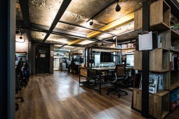 빈티지함으로 자유로움을 표현한 83평 사무실,카페 인테리어