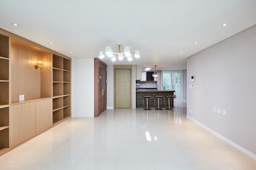 고급스러운 클래식함이 곳곳에, 32평 아파트 인테리어 펜던트조명,웨인스코팅