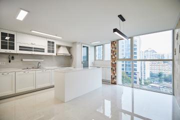 채광 가득 쾌적한 주방이 포인트, 42평 아파트 인테리어 대리석,비앙코카라라,서대문구,냉천동