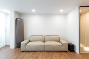 우드톤 마루와 화이트톤의 트렌디한 조합, 35평 아파트인테리어 35평,구의동