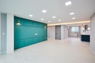 컬러 포인트로 시선을 사로잡다, 51평 아파트 인테리어 컬러포인트,웨인스코팅,간접조명,수원시,매탄동