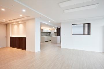 따듯한 웜 화이트&월넛 우드 간살을 포인트로 준, 51평 아파트 인테리어 웜화이트,월넛,우드,화성시,반송동