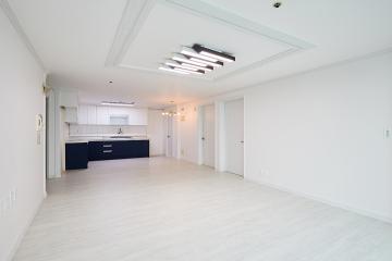 화이트 모던 스타일의 심플한 34평 아파트 인테리어