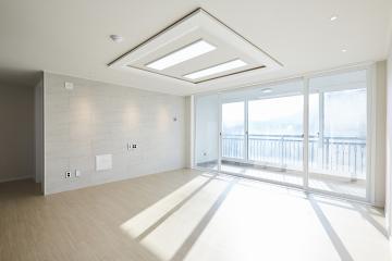화이트 컬러로 꾸민 햇살 가득한 우리집, 36평 아파트 인테리어