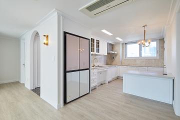 화이트톤에 아치형 중문이 포인트 26평아파트,20평대아파트,서초구,반포동