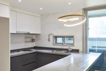화이트&그레이 컬러로 시크함을 강조한 32평 아파트 인테리어 32평아파트,30평대아파트,마포구,상암동
