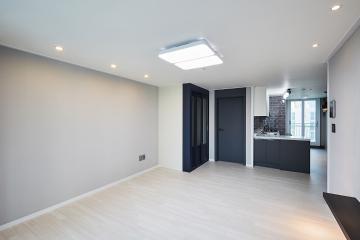 공간은 모던하게, 포인트 조명은 세련되게. 24평 아파트 인테리어.