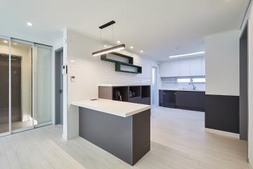 센스 있는 그린 색상 선반으로 공간 활용을 수월하게, 30평 아파트 인테리어
