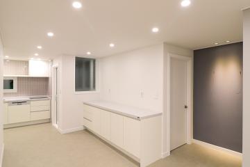 무채색 컬러와 파스텔 포인트 컬러의 조합. 37평 아파트 인테리어