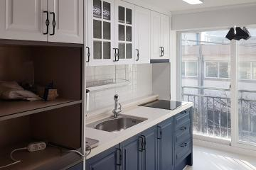 블루 컬러로 포인트를 준 깔끔한 주방, 23평 빌라 인테리어