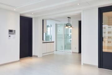 화이트 컬러에 블랙 컬러로 세련되게, 32평 아파트 인테리어