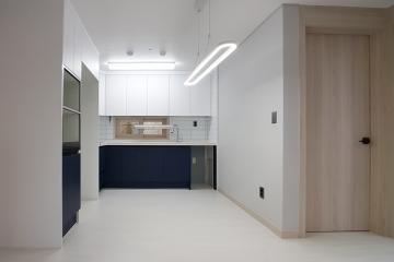 화이트&네이비 포인트 컬러의 깔끔한 공간, 25평 아파트 인테리어 25평아파트,20평대,서울시,서대문구,연희동