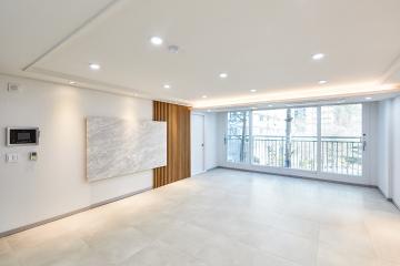 거실에 자리한 럭셔리 아트월이 돋보이는 40평대 아파트
