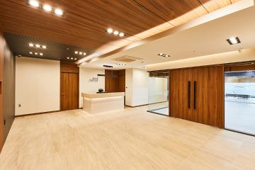중후한 매력을 풍기는 클래식한 60평대 사무실
