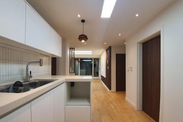 화이트&브라운 컬러의 가볍지 않은 매력, 20평대 아파트
