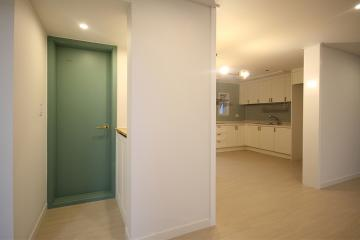 Green 컬러 포인트로 더욱 화사한 공간, 30평대 아파트