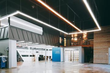 작업공간과 휴식공간을 나눈 복층형 자동차 정비소, 100평대 매장