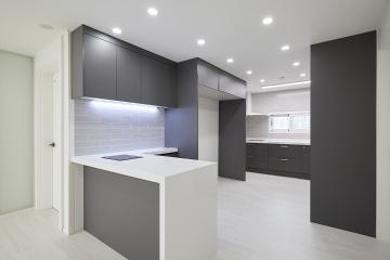 화이트톤의 거실과 블랙톤의 주방이 매력적인 30평대 아파트 30평대,32평,중랑구,면목동