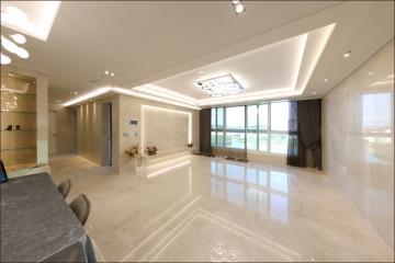 대리석을 사용하여 럭셔리한 공간을 연출한 50평대 아파트