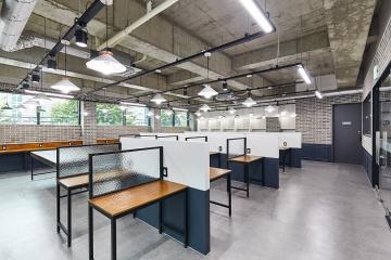 빈티지와 클래식의 조화가 돋보이는 40평대 스터디 카페