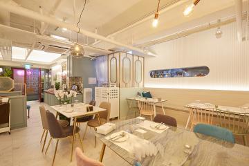맛있는 음식과 멋있는 인테리어가 준비된 30평대 식당