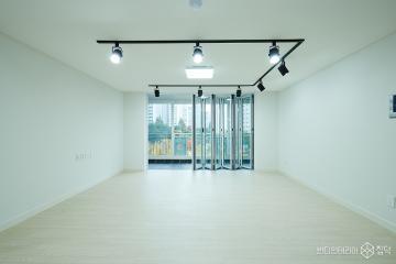 레일조명으로 포인트를 준 34평 심플 아파트 인테리어 34평,그레이,심플,아파트,용인시