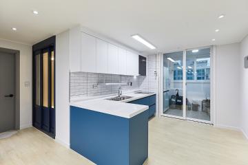 화이트와 블루 조합의 깔끔한 주방, 20평대 아파트 화성시,능동,20평대,23평