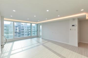 거실의 간접조명과 퓨어한 느낌의 주방이 돋보이는 30평대 아파트 중랑구,신내동,30평대,37평