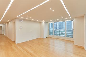 집안 전체를 감싸는 라인조명으로 더 넓어보이는 30평대 아파트 용산구,30평대,39평,라인조명,히든도어,무몰딩,히든몰딩