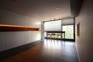 거실의 수납공간이 돋보이는 인테리어 30평대,33평,강남구,개포동
