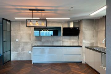 헤링본 마루와 콘크리트벽지의 특별한 조화 32평,30평대,수원시,영통구,이의동