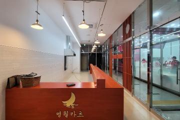 마호가니 바테이블을 강조한 고풍스러운 13평대 일식집!