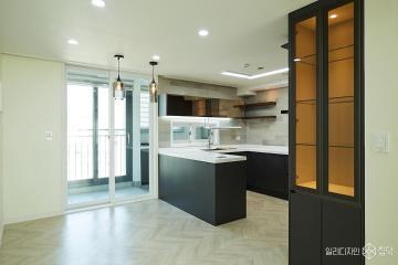 책이 좋아 북카페가 된 43평 아파트 인테리어 모던, 블랙,43평,서초구,아파트